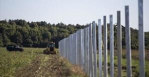Europe builds new 'Berlin walls' against migrants
