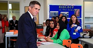 Education UK: Summer catch-up schools planned for pupils in England !